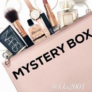 Fabfitfun Mystery Box 5 piece  Lot beauty skincare